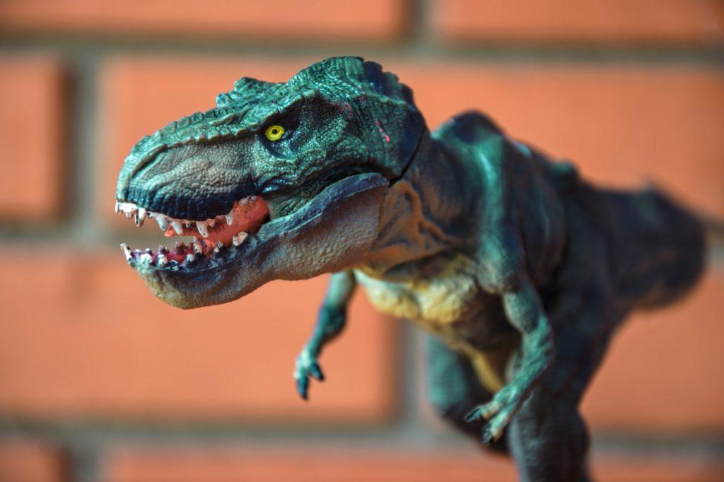Почему дети любят играть с игрушечными динозаврами